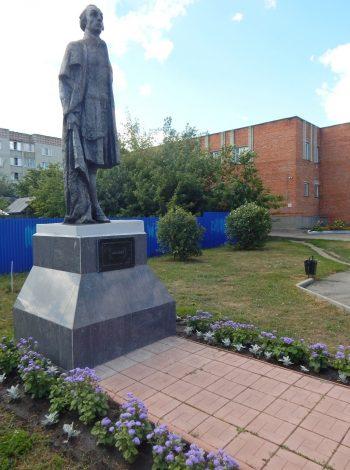 Памятник Радищеву на ул. Кирова