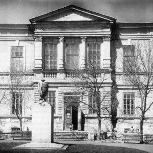 Саратов. Ваза  перед входом в музей, 1936-1951 гг.